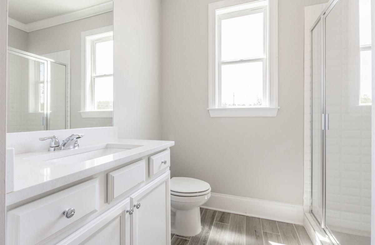 Laurelwood quick move-in Main floor Secondary Bathroom