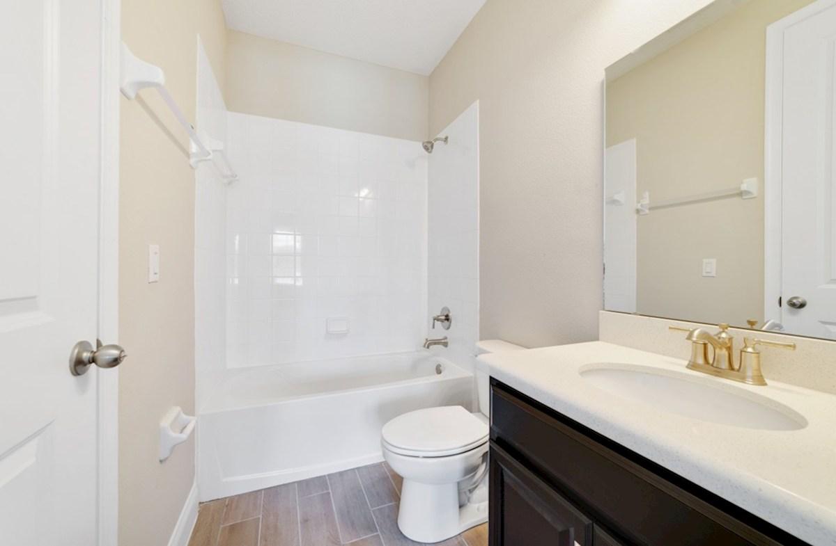 Windermere Isle Sequoia II en suite bath