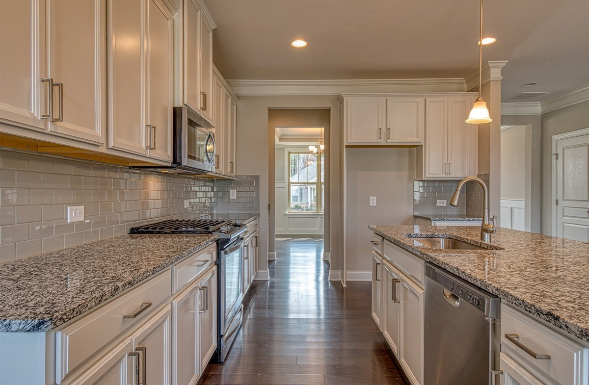 Chandler quick move-in Kitchen with granite countertops