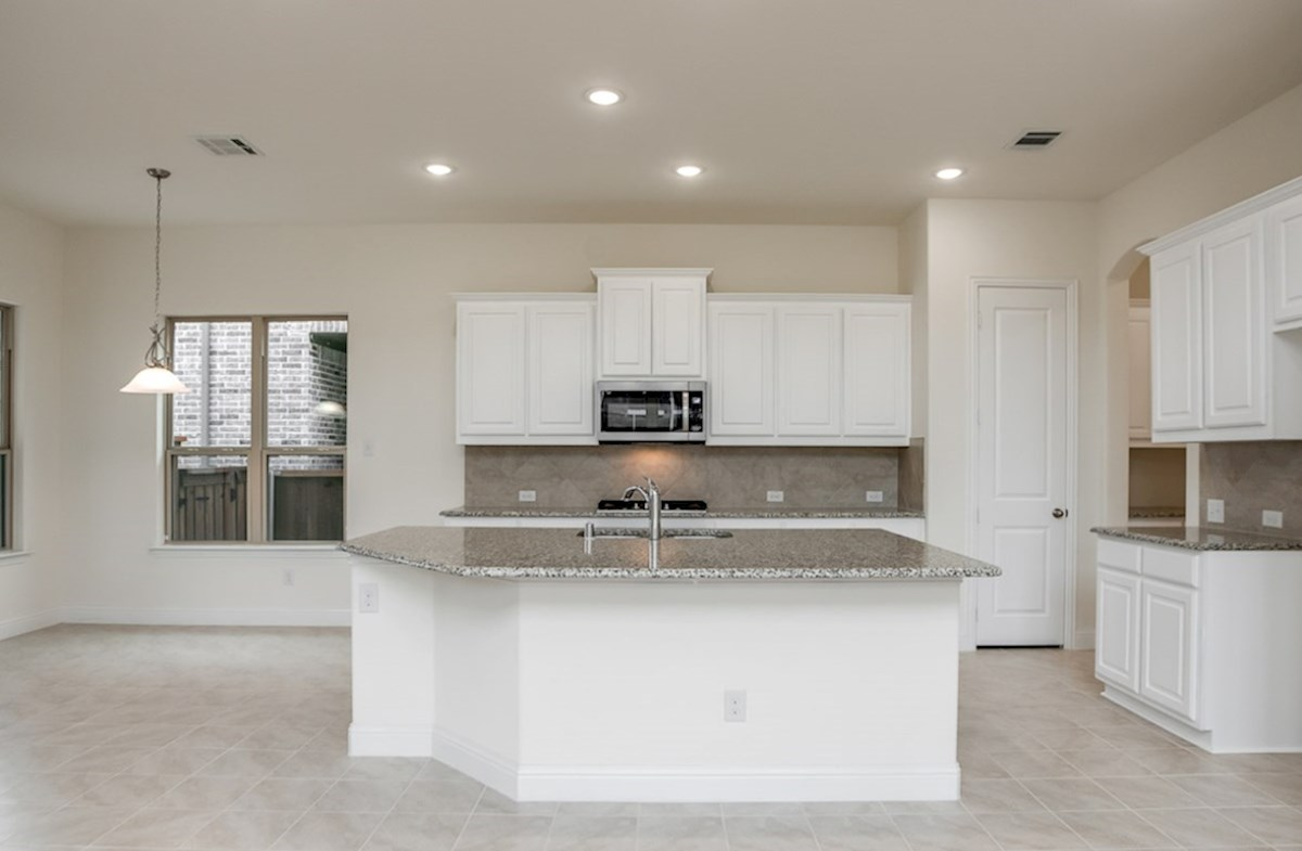 Whitney quick move-in open kitchen with breakfast nook