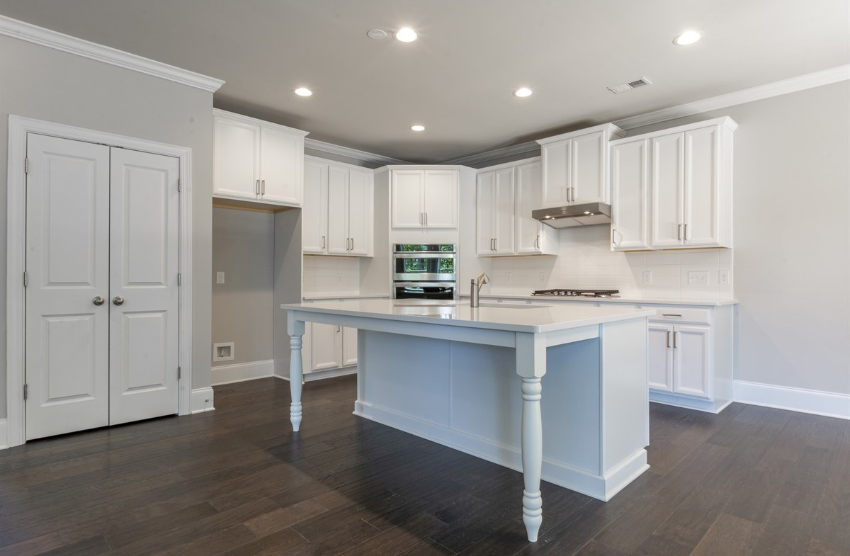 Laurelwood quick move-in White Kitchen with quartz countertops