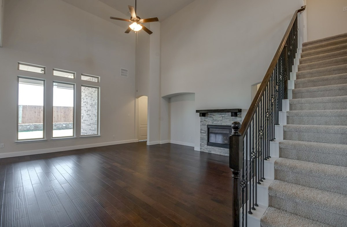 Kerrville quick move-in great room with soaring ceilings and ceiling fan