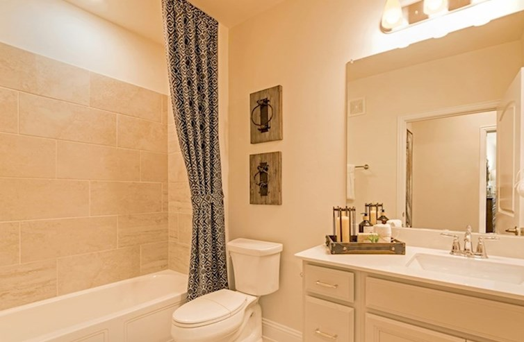 Clifton secondary bathroom with bathtub