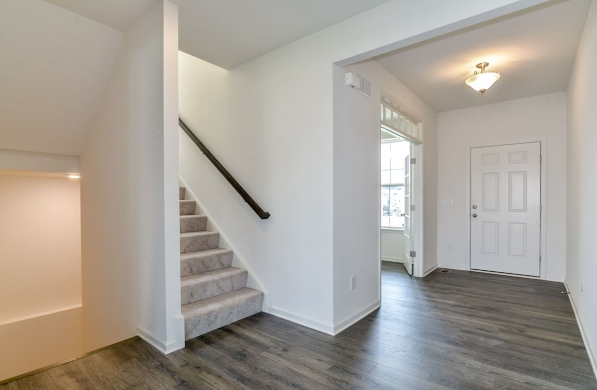 Notting Hill quick move-in inviting entryway