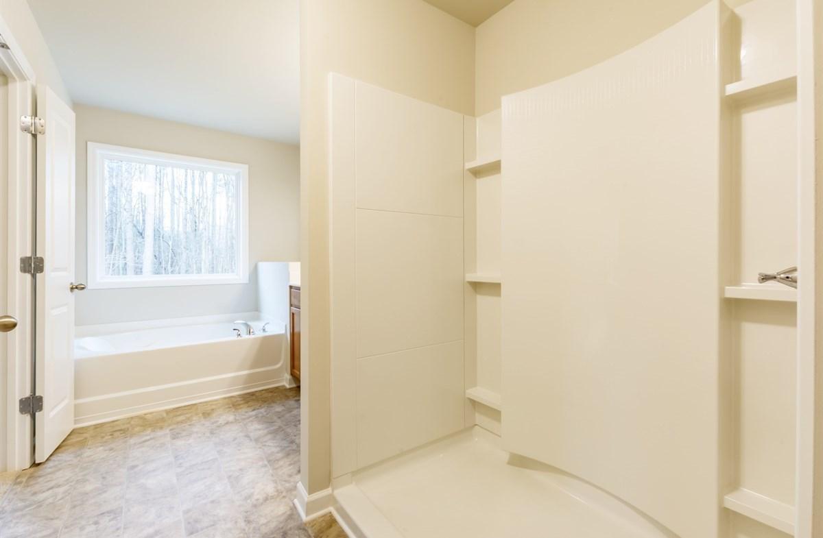 Rabun quick move-in Master bathroom with soaker tub