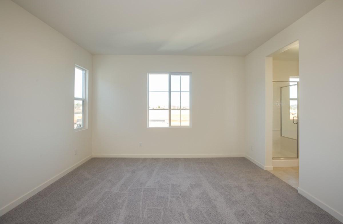 Daisy quick move-in lightfilled master bedroom