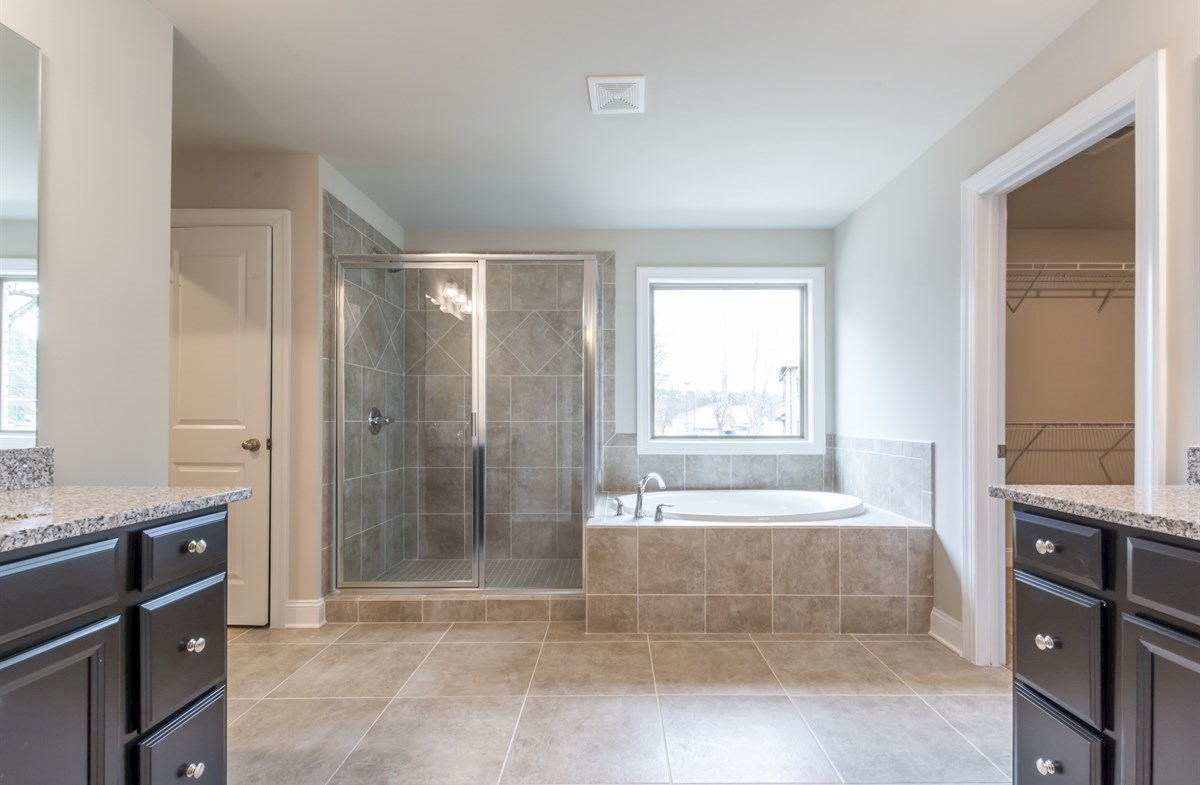 Callaway quick move-in Master Bath with soaker tub