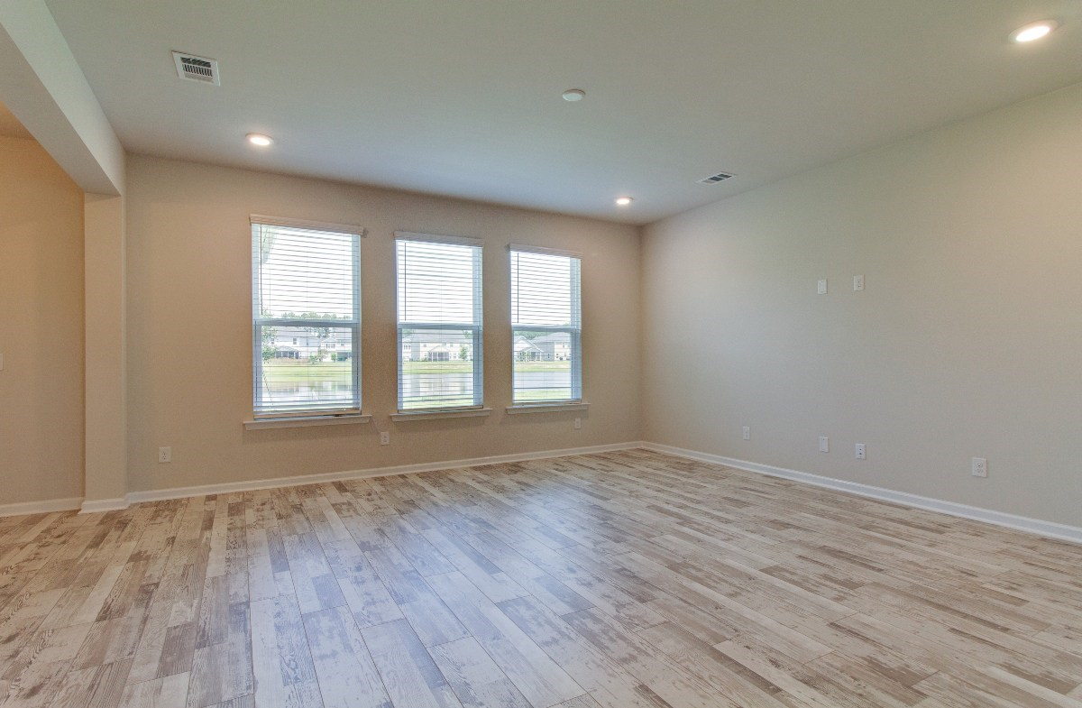 Madison quick move-in bright great room