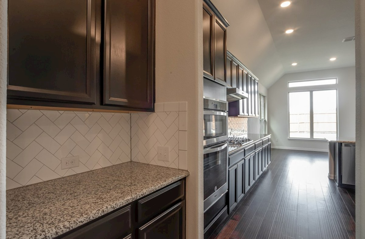 Kerrville quick move-in butler's pantry with granite countertops