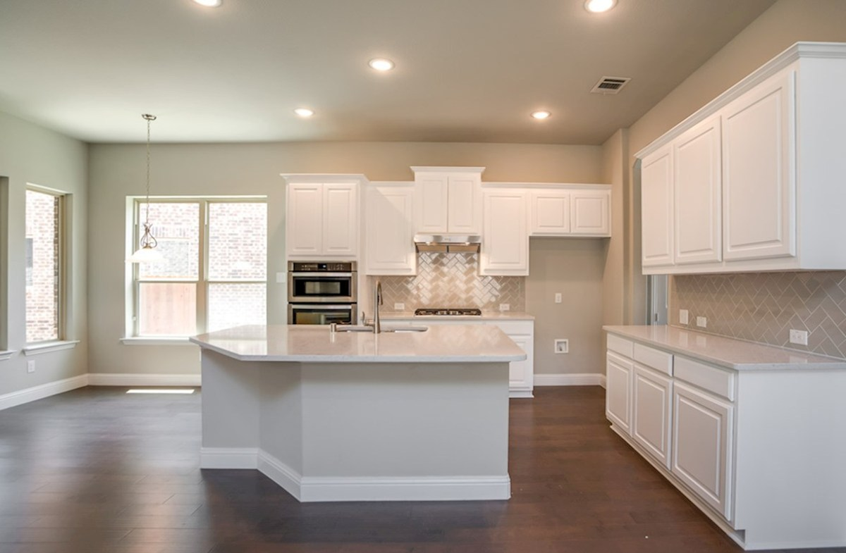Hamilton quick move-in open kitchen with breakfast nook