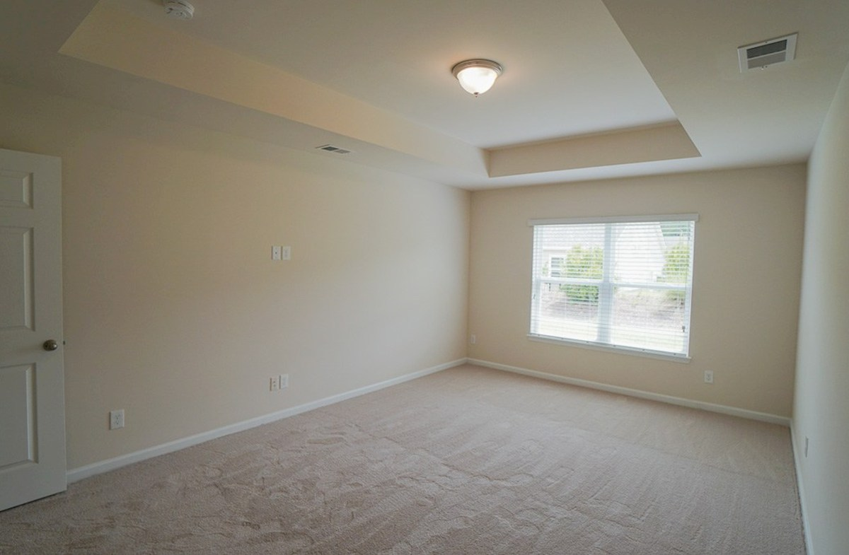 Savannah quick move-in private master bedroom