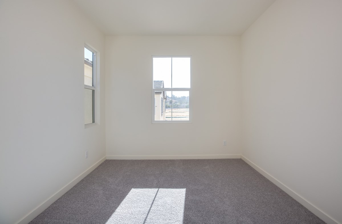 Daisy quick move-in convenient secondary bedroom
