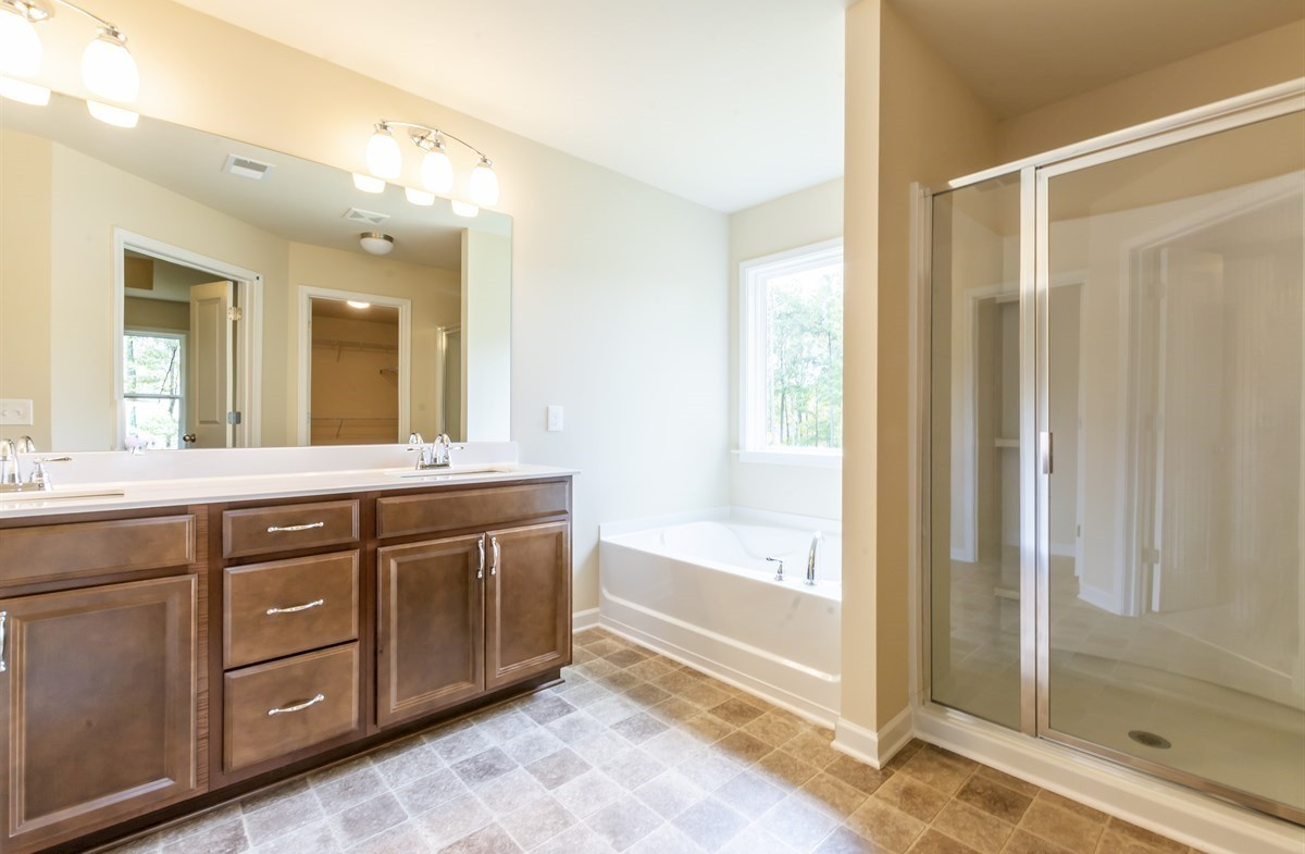 Ridgecrest quick move-in Master Bath with dual sinks