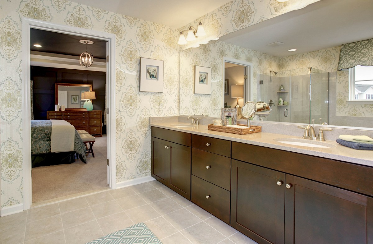 Summerfield Oxford large master bathroom