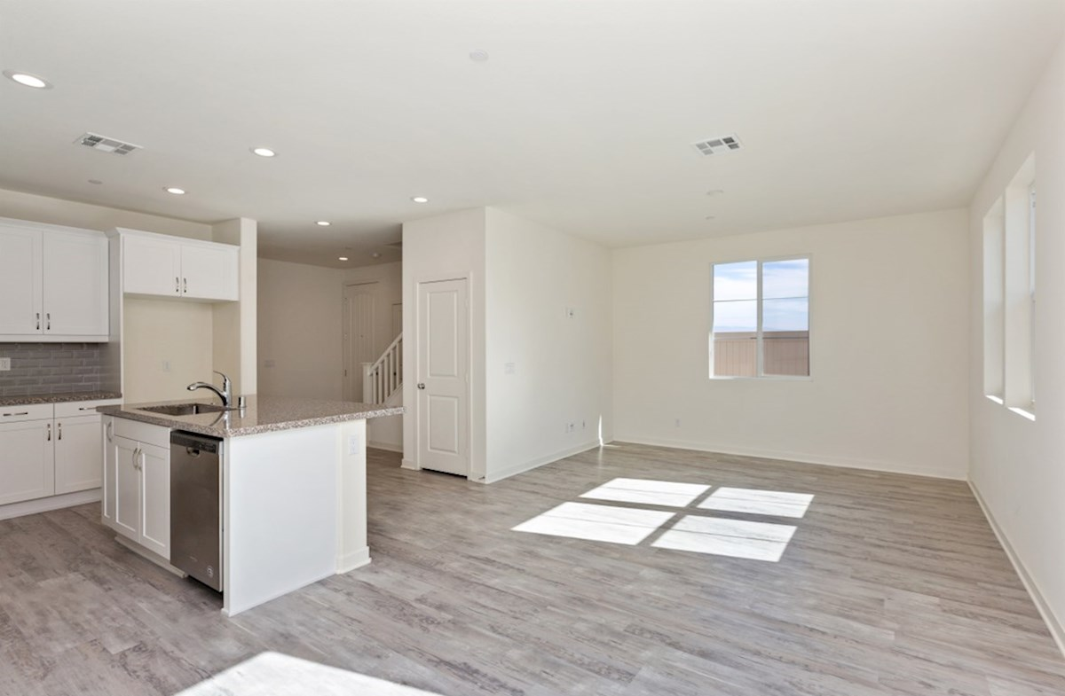 Suncup quick move-in enjoy casual dining in open-concept kitchen