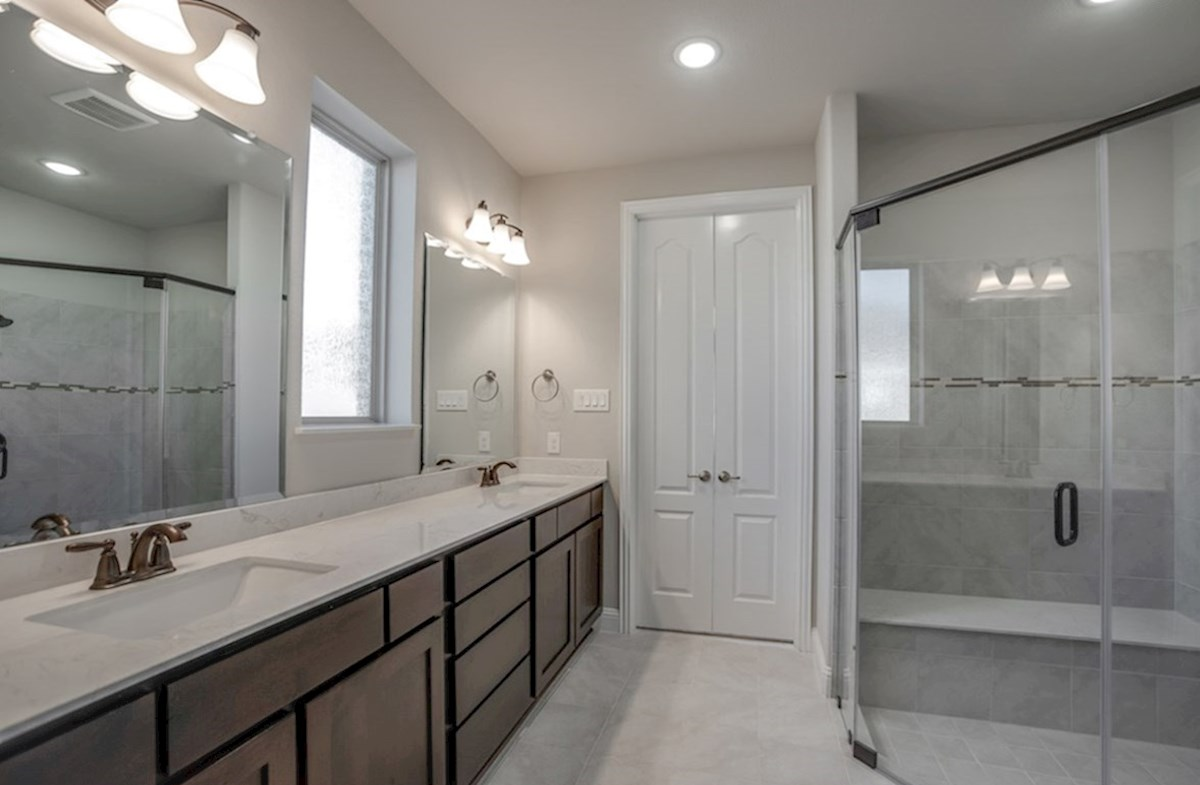 Aberdeen quick move-in master bathroom with walk-in shower