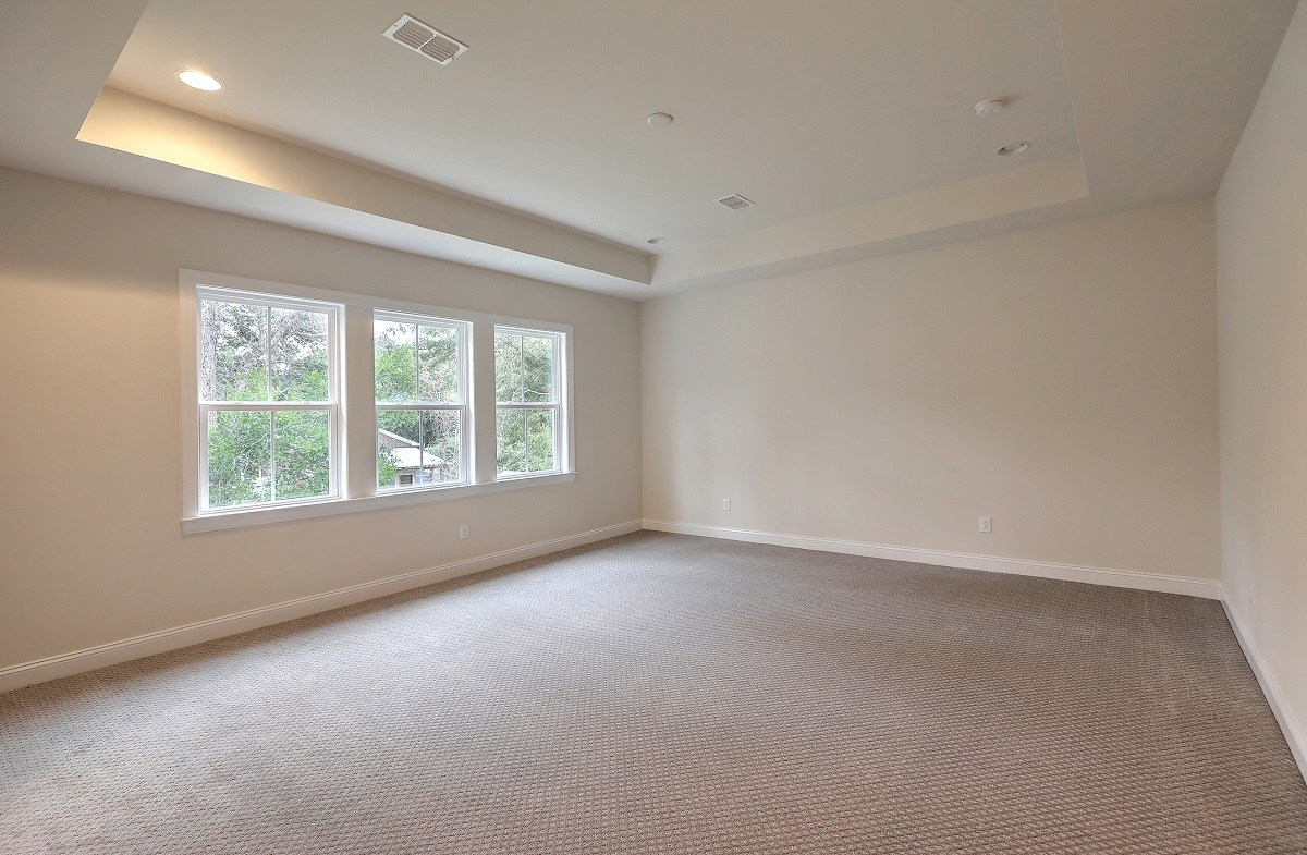 White Oak quick move-in spacious master bedroom