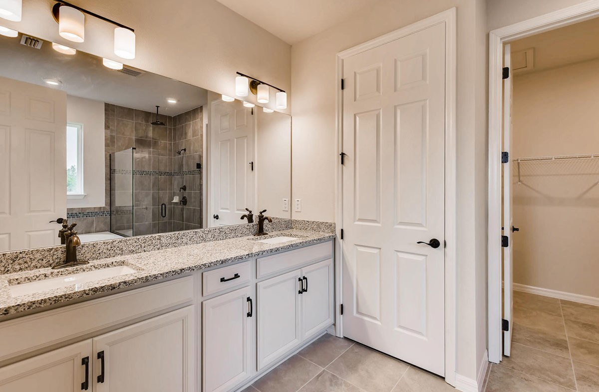 Sea Breeze quick move-in Master Bathroom with dual vanity and oil rubbed broze fixtures