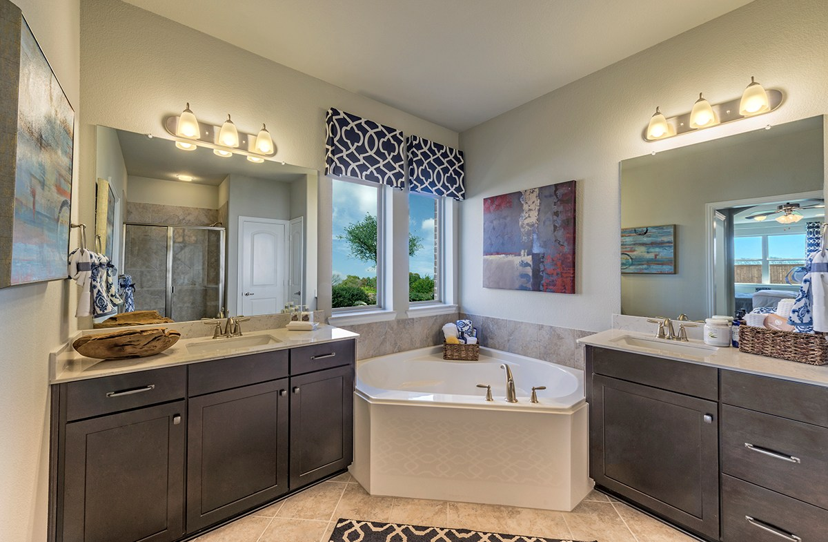 Prescott master bathroom with large soaking tub