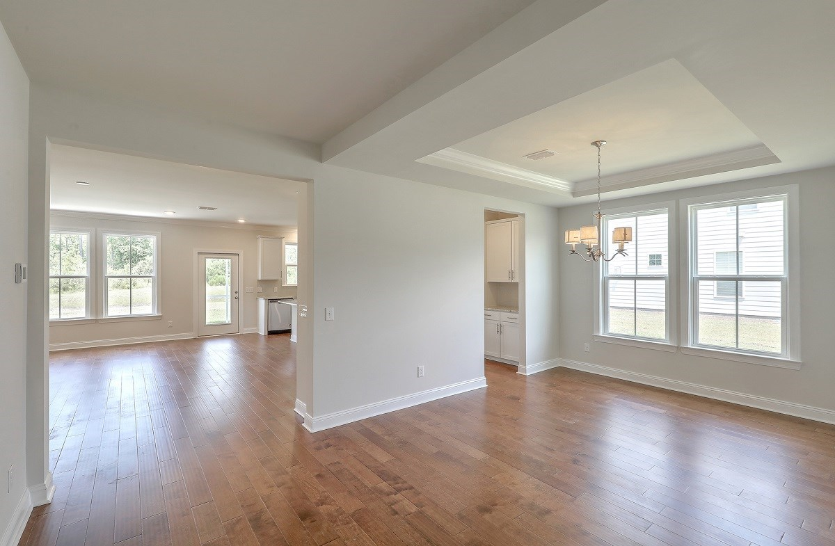 Sycamore quick move-in large dining room