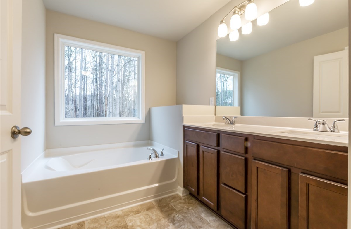 Rabun quick move-in Master Bath with dual sinks