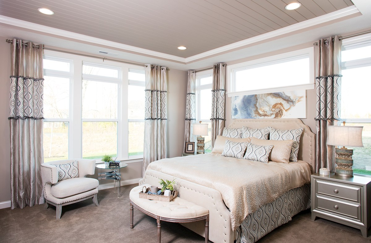 Charleston master bedroom with trey ceiling