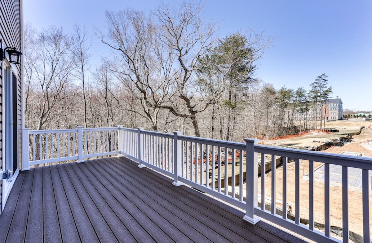 Annapolis quick move-in Annapolis deck overlooks the trees
