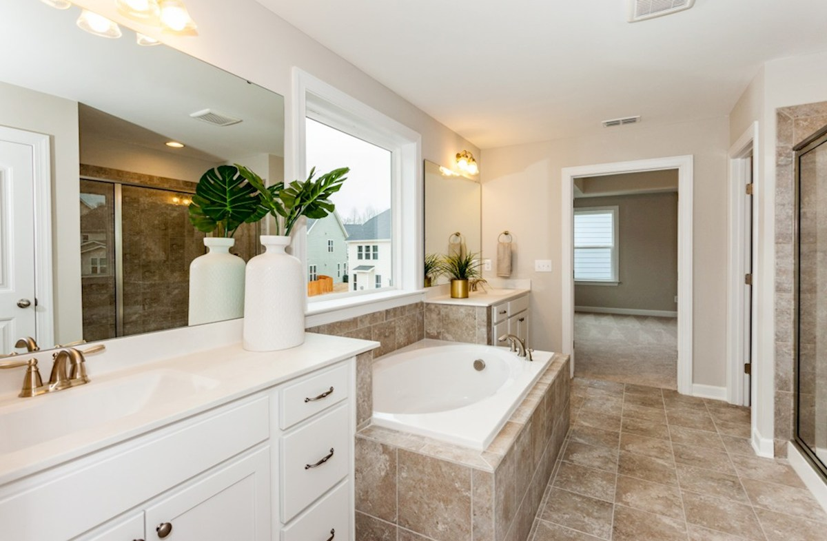 Somerset quick move-in owner's bath