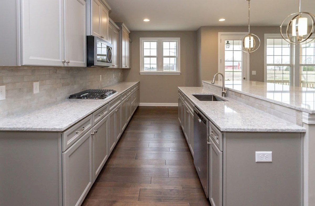 Oakhill quick move-in Gourmet kitchen with gas cooktop
