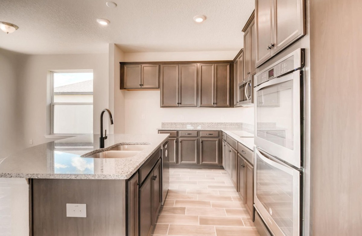 Captiva quick move-in Kitchen with large center island