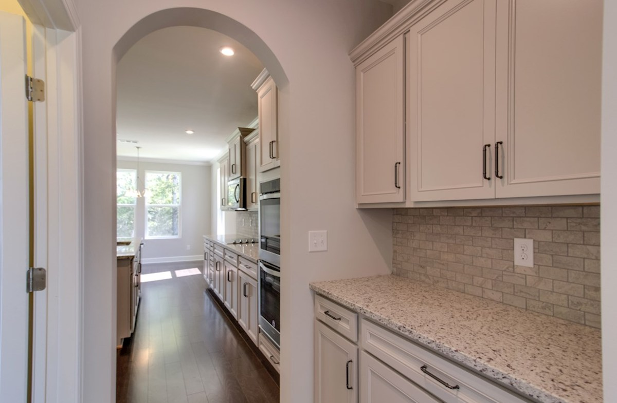 Mckinley quick move-in butler's pantry with pass through to dining room