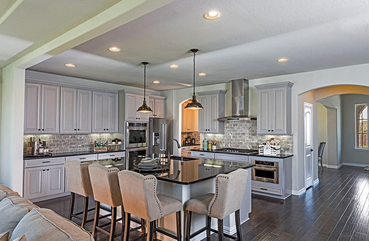 Delain large island in kitchen