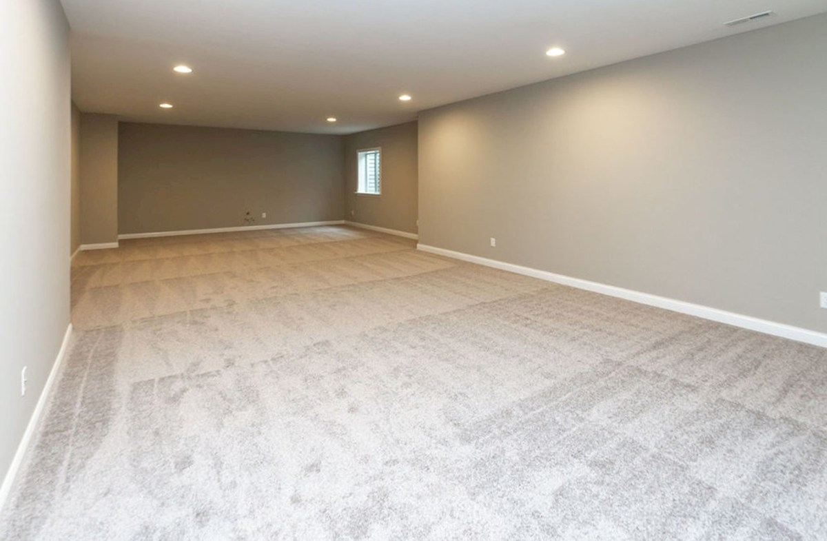 Oakhill quick move-in Finished basement for additional living room