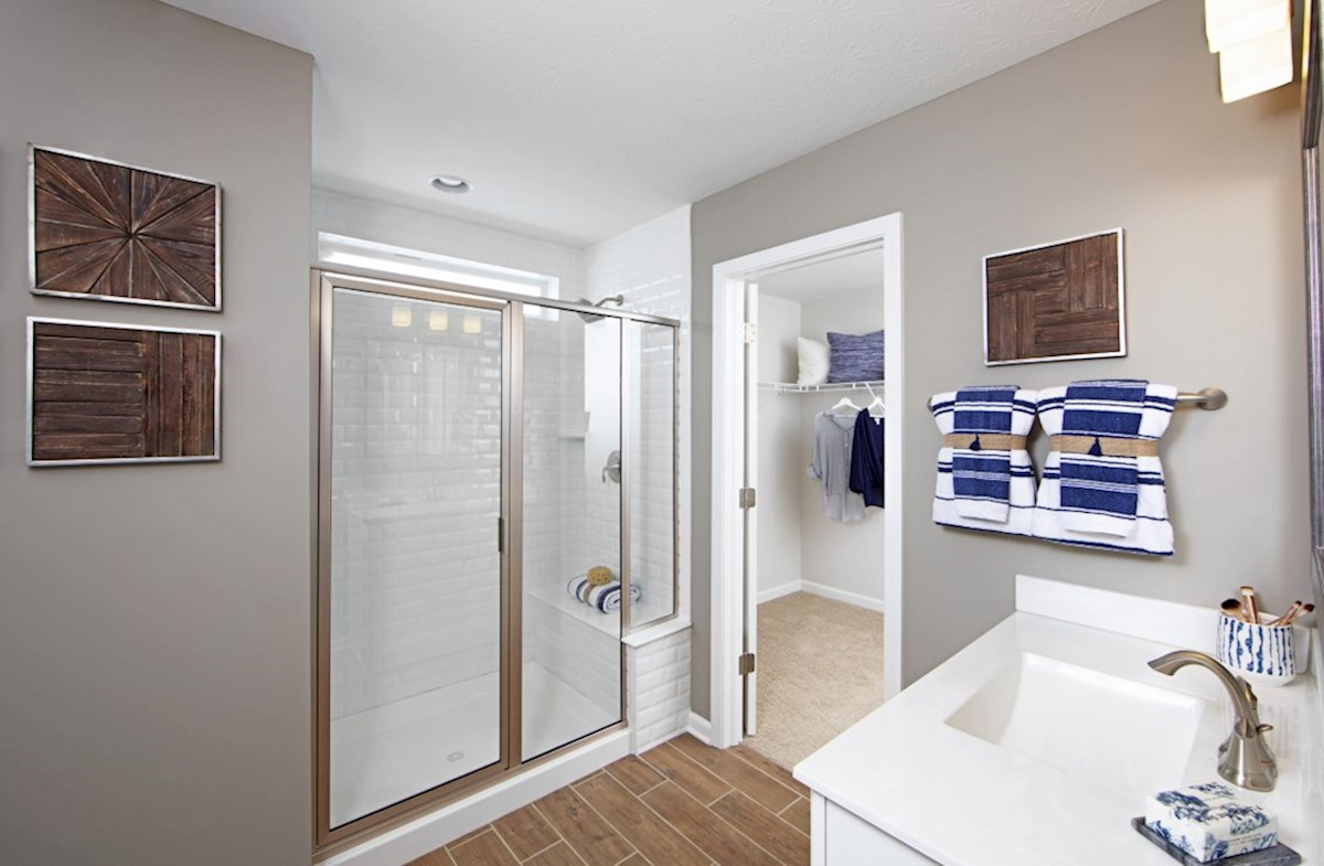 Heritage Trace Jefferson master bathroom with walk-in closet