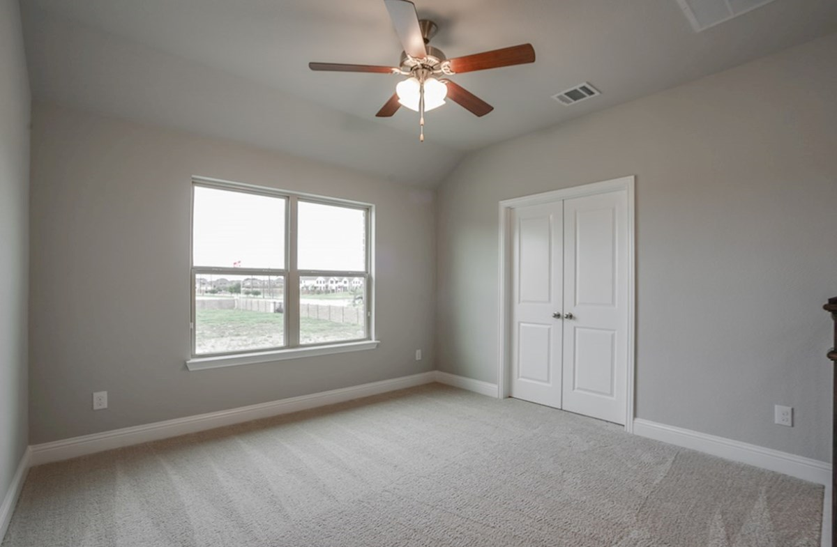 Summerfield quick move-in Summerfield bedroom with natural light