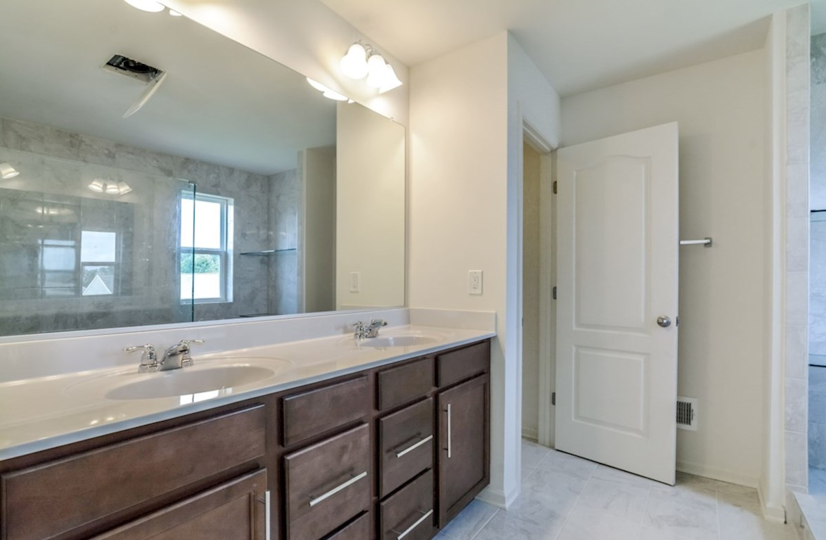 Notting Hill quick move-in spacious bathroom