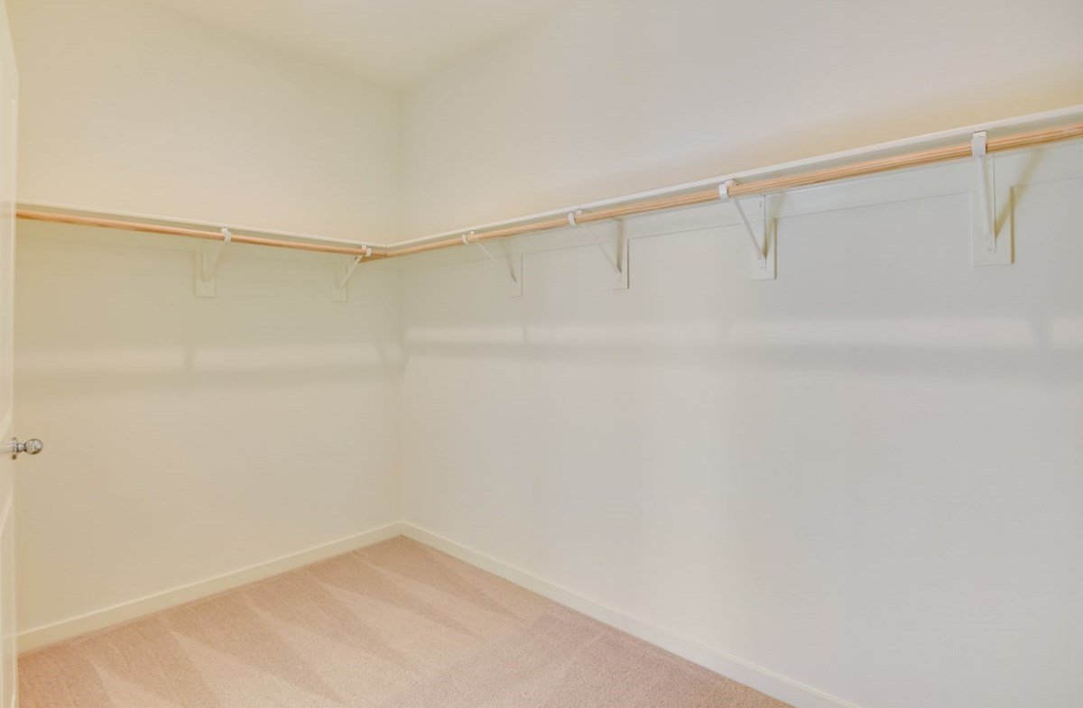 Poppy quick move-in Walk-in closet is designed for easy movement between shelves and optimal hanging and storage space