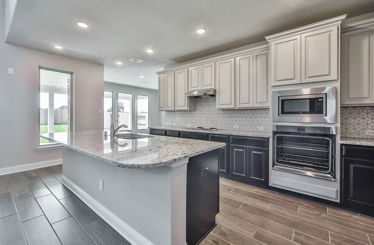 LaGrange quick move-in open kitchen with granite countertops