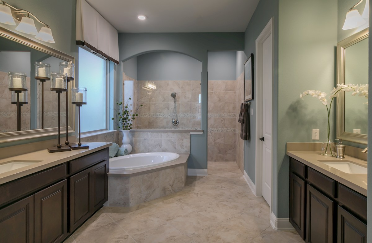 Young Ranch Hartsfield elegant master bath