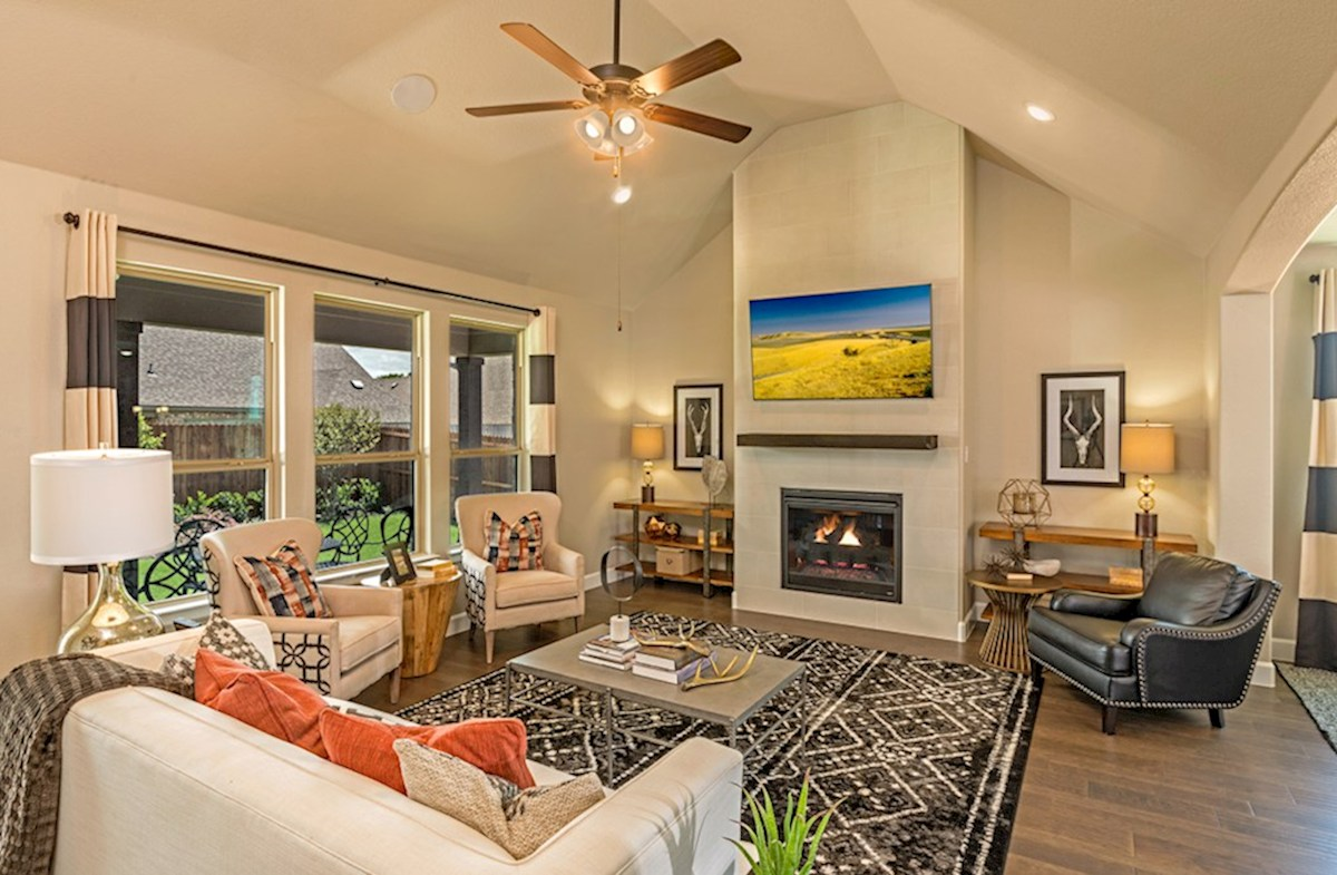 Hickory Creek Crossing Laredo great room with vaulted ceiling