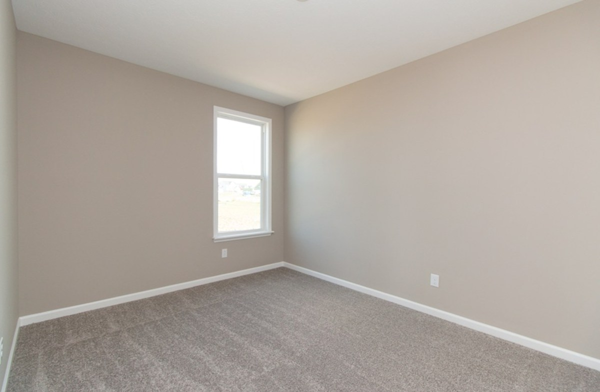 Greenwich quick move-in Spacious rooms for guests