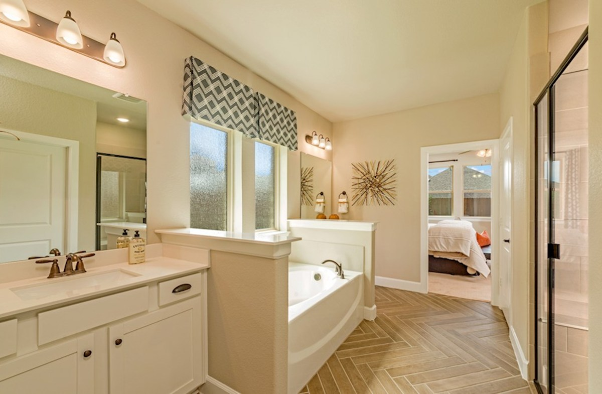 Hickory Creek Crossing Laredo master bath with separate tub and shower