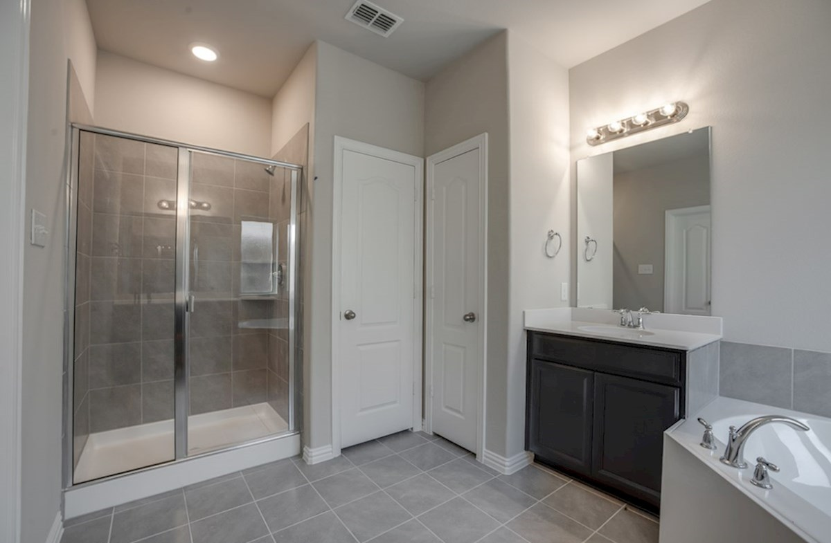 Prescott quick move-in master bathroom with walk-in shower and soaking tub