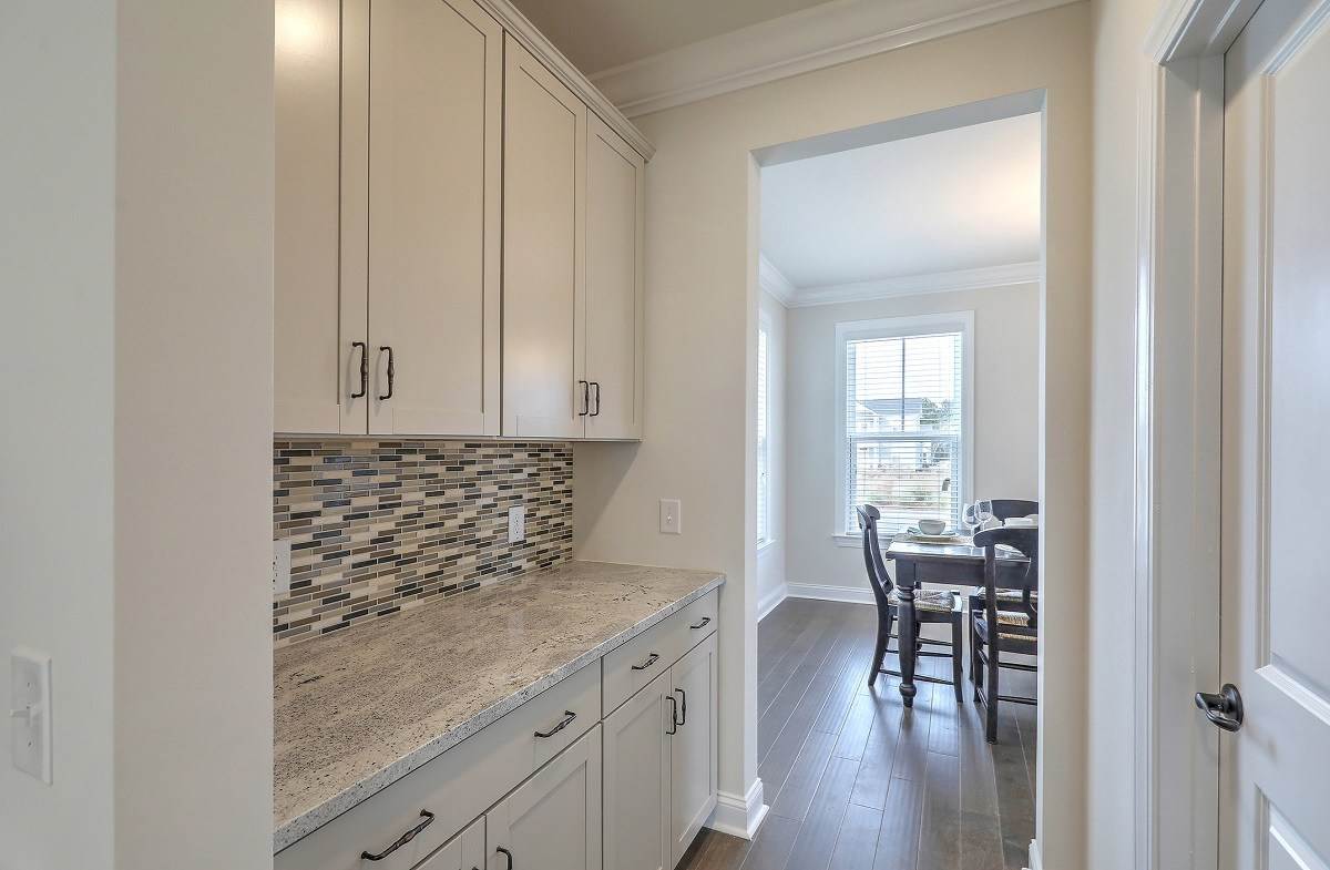 Middleton quick move-in convenient butler's pantry
