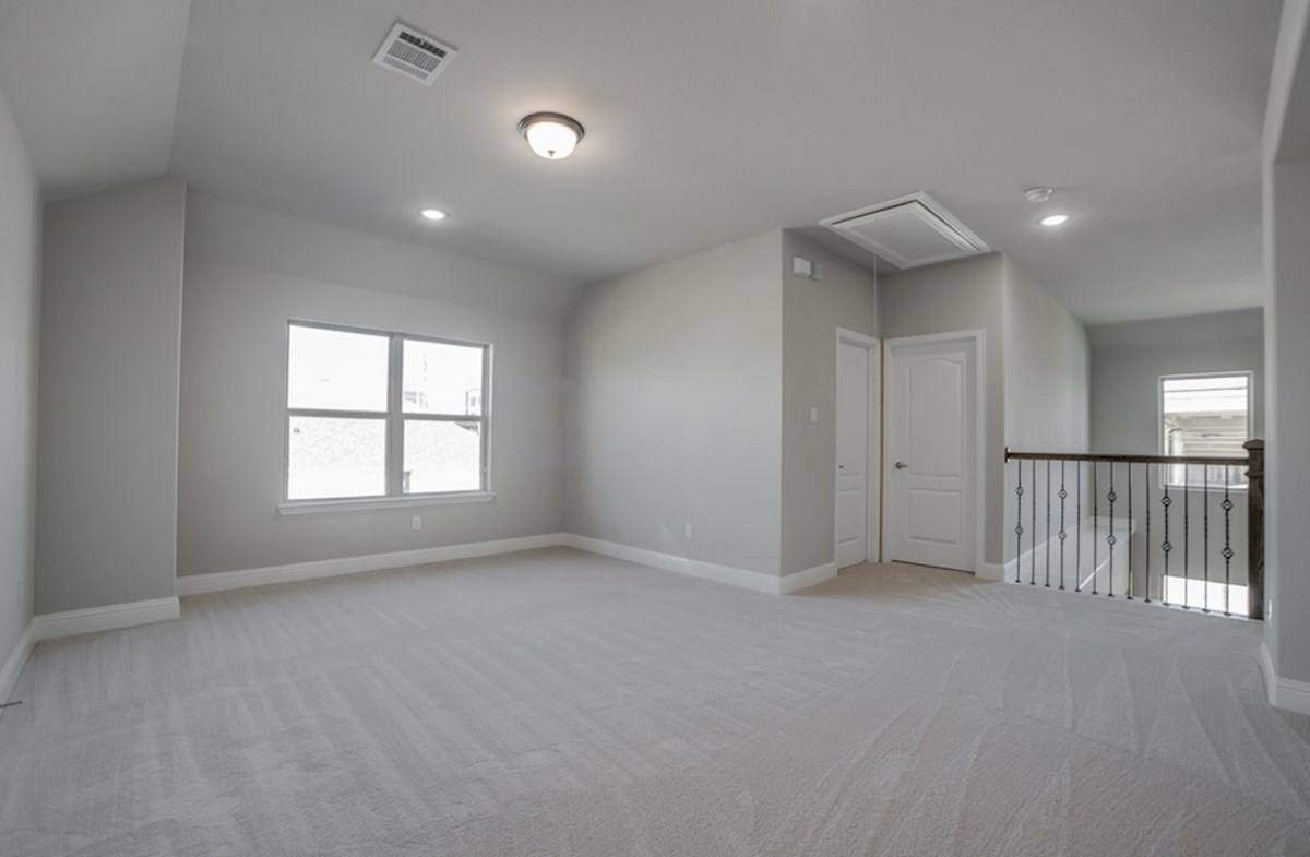 Aberdeen quick move-in open loft with carpet and ceiling fan