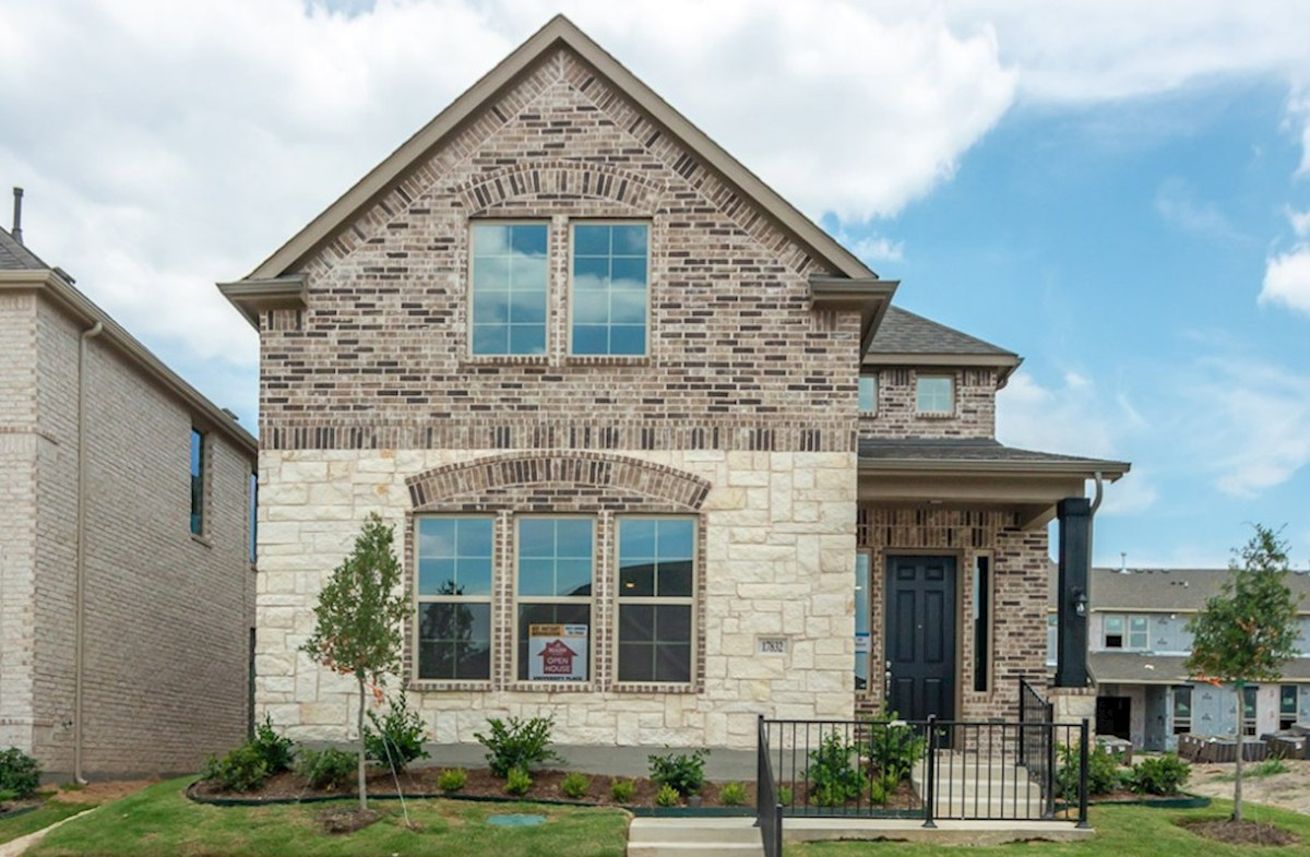 Brenham Elevation Traditional L quick move-in