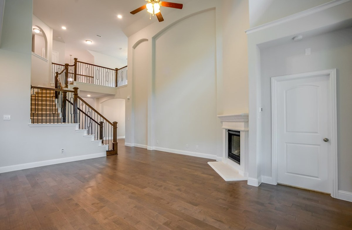 Summerfield quick move-in Grand staircase and high ceilings accentuate this Quick Move-In
