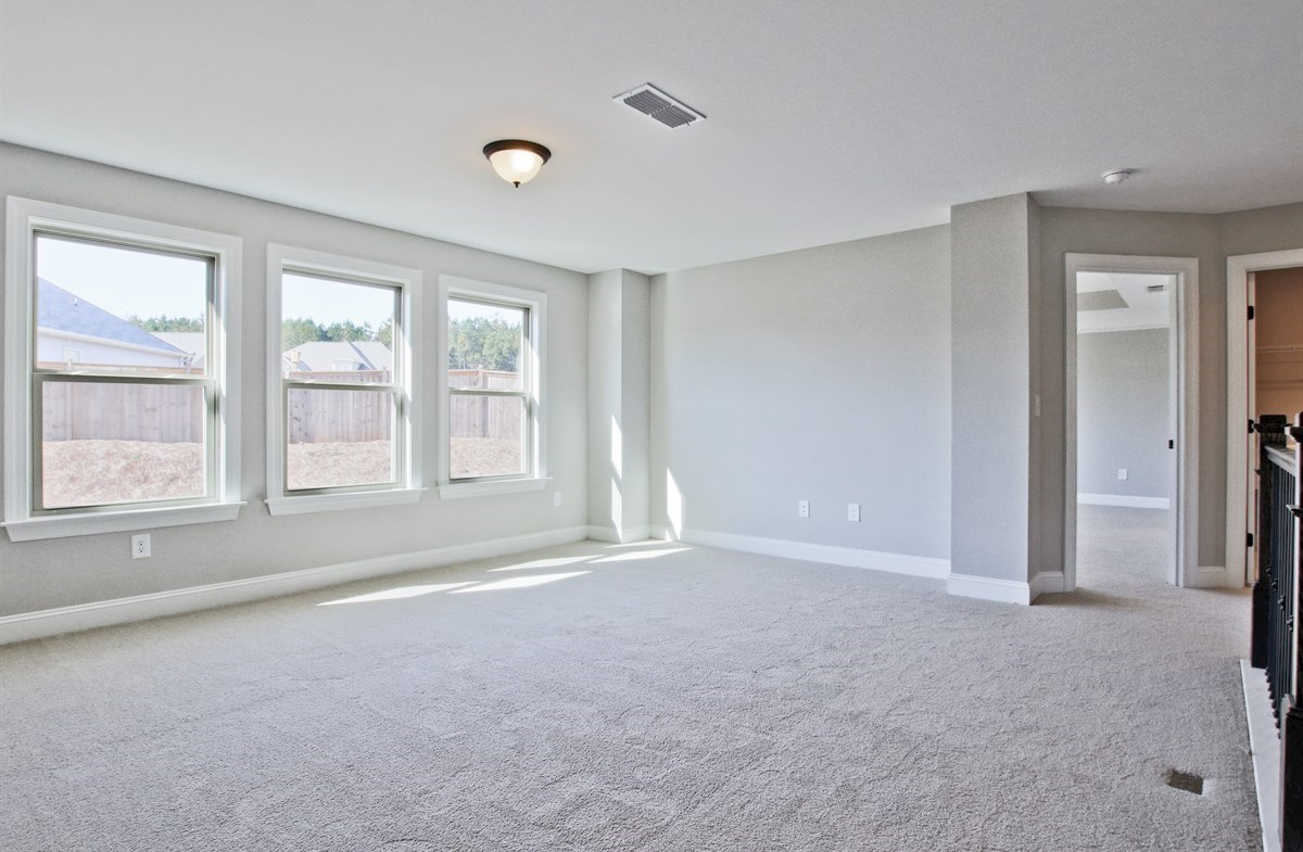 Manchester quick move-in Carpeted Second Floor Loft