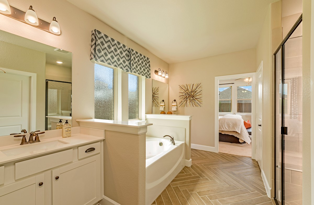 Laredo Master Bathroom