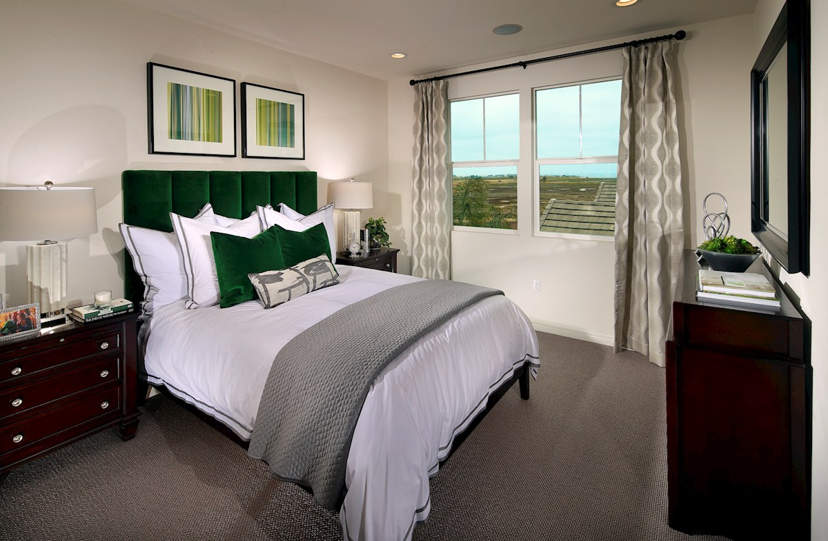 Bayside Landing Sandpiper X (End Unit) luxurious master bedroom